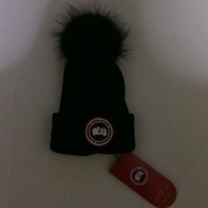 Canada Goose Knit Hat Black Real fur top one size